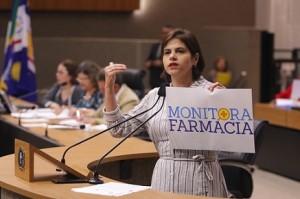 Priscila Krause Monitora Farmácia 2